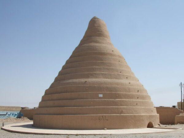 Yakhchal - construcție persană pentru păstrarea gheții.