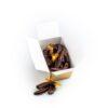 cutie cu coji de portocale confiate trase în ciocolată neagră