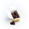 cutie cu curmale în ciocolată neagră